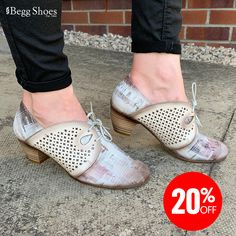 Teia at Begg Shoes & Bags Bags 2014, Boots Store, Shoe Boots, Shoe Bag, Comfortable Shoes, Clarks, Leather Shoes, Casual Shoes, Taupe