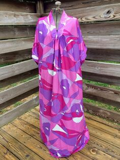 a60f1566af Vintage Bright Dress MuuMuu Caftan Psychedelic 70s One Size Pink Purple NEW   CarriageCourt  Hawaiian