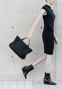 Not your standard crumpled handbag http://www.design42day.com/fashion/handbag-finell/