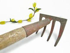 Long Handle Garden Claw Dirt Rake Gardening Tool by GirlPickers
