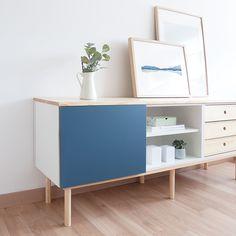 No hay casa sin un aparador que te ayude a guardar todo aquello que necesitas tener a mano. Un práctico mueble de comedor, formado por un módulo con puerta abatible, un módulo con cajones en madera de pino, un módulo con balda y con la tapa de madera de pino natural lacada. Perfecto para almacenar todo aquello que necesites. Ideal para completar el mobiliario de tu salón. Estructura y patas acabadas con madera de pino. Azul Indigo, Credenza, Magazine Rack, Cabinet, Storage, Natural, Furniture, Home Decor, Drawers
