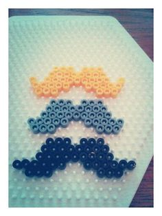 Hama beads mustaches - perles à repasser : http://www.creactivites.com/229-perles-a-repasser