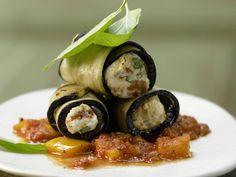 Auberginen-Cannelloni mit Frischkäse: Genuss von der Rolle. Die mediterrane Vorspeise macht glücklich - auch ohne Fleisch.
