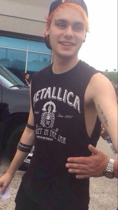 MICHAEL IS ACTUALLY GETTING REALLY BUFF AND I DONT KNOW WHAT TO DO HELLLP