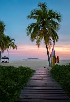 Narada Resort, Sanya, Hainan, China  ♥ ♥ www.paintingyouwithwords.com