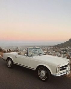 As popular as a brand new Mercedes-Benz is this exquisite car brand is just as famous for its vintage classic cars. The Effective Pictures We Offer You About Classic Cars design A Mercedes Classic Cars, Mercedes Auto, New Mercedes, Mercedes Maybach, Carros Retro, Carros Vintage, Dream Cars, My Dream Car, Mustang