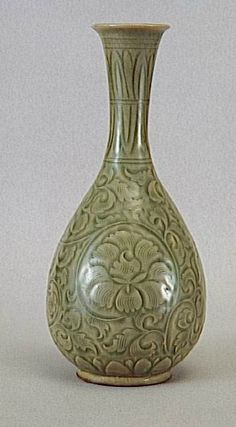 Vase, Dynastie Song du Nord (960-1127). porcelaine à couverte céladon. Hauteur : 0.269 m. Diamètre : 0.72 m. MA9182. Paris, musée Guimet - musée national des Arts asiatiques. Photo (C) RMN-Grand Palais (musée Guimet, Paris) / Daniel Arnaudet