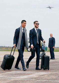 Ronaldo and Ramos - Real Madrid Madrid Football, Best Football Team, Ramos Real Madrid, Ronaldo Quotes, Cristino Ronaldo, Cristiano Ronaldo Cr7, Neymar, Messi, Men With Street Style