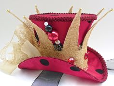 Queen of Hearts Mini Top Hat Fascinator Mad Hatter Top Hat, Mad Hatter Party, Mad Hatter Tea, Mad Hatters, Queen Of Hearts Costume, Steampunk Hat, Alice In Wonderland Tea Party, Hat Crafts, Crazy Hats