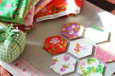 Briar Rose by Heather Ross, hexagons in the making. Can't find the hexagon pattern, but website has some great sewing craft tutorials. Hexagon Pattern, Hexagon Quilt, Sewing Crafts, Sewing Projects, Sewing Ideas, Briar Rose, English Paper Piecing, Modern Fabric, Craft Tutorials