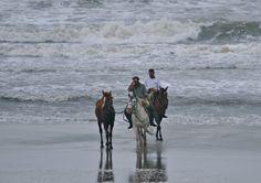 atardecer en el Océanico de la Coronilla; gaucho y playa