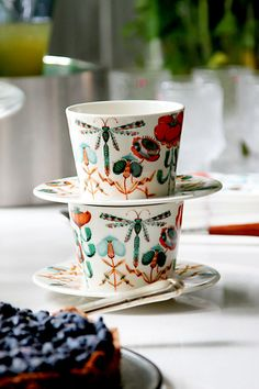 There is something interesting on These cups.. (Iittala, Klaus Haapaniemi)