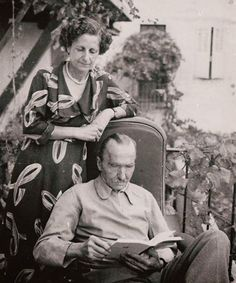 Nikos Kazantzakis with his wife Eleni, at home . Greece Pictures, Old Pictures, Old Photos, Zorba The Greek, Black And White Face, Greek History, Greek Culture, Writers And Poets, Important People