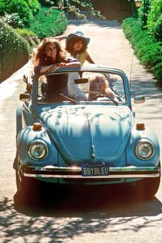 Three young women in a Beatle convertible Volkswagen Wow Volkswagen Bus, Volkswagen Beetle Vintage, Van Vw, Vw Cabrio, Vw Camping, Kdf Wagen, Vw Vintage, Vintage Style, Vw Beetles