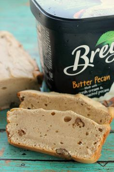 This 2 ingredient ice cream bread is super easy to make and results in a delicious and moist bread that is lightly flavoured. Frozen Desserts, Sweet Desserts, Easy Desserts, Delicious Desserts, Frozen Treats, Yummy Food, 2 Ingredient Ice Cream, Ice Cream Bread, Bread Ingredients