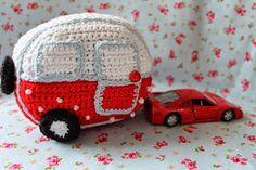 Link to pattern in English...  En kreativ verden: En sød lille hæklet campingvogn !