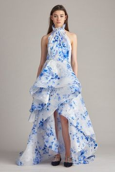 See the complete Resort 2018 collection from Monique Lhuillier.