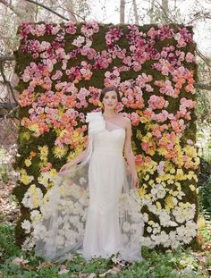 Rose petal wedding photo booth backdrop | DIY photo booth backdrop ideas | Green Bride Guide