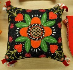 Wool embroidery by the renowned Swedish embroidery artist Carina Olsson, also author of the Swedish book Yllebroderi about wool embroidery Swedish Embroidery, Wool Embroidery, Types Of Embroidery, Wool Applique, Cross Stitch Embroidery, Scandinavian Folk Art, Wool Quilts, Sampler Quilts, Penny Rugs