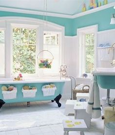 Cute bath toy storage ideas and my favorite color. Looks like a fun and relaxing place to take a bath.