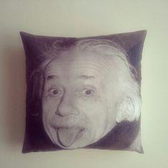 Einstein dijital baskılı dekoratif yastık 43 * 43 cm  Ürün kodu : 10  Sipariş için;  Tel : 0543 323 13 68  Mail : hergunbiryastik@gmail.com  Dm  #dekoratif #yastık #kırlent #albert #einstein #alberteinstein #bilim #efsane #dijital #baskı #ev #ofis #dekor #evtekstili #hediye #hergunbiryastik #home #decor #decorative #throwpillow #pillow #cushion #science #trend #gift #almofada