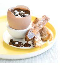 Oeuf au chocolat coulant et mouillettes de pain perdu