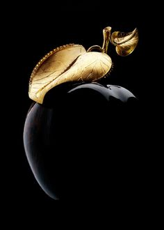 Black apple image via Inspiration Lane