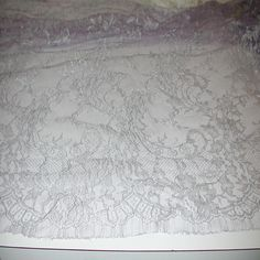 """Lilac/Silver Metallic Solstiss French CHANTILLY LACE 4.50 Yards X 39"""" PRISTINE"""
