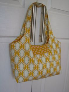 springy bag - sweet pea totes pattern. Heather Bailey fabric 028c7e0a1bc86