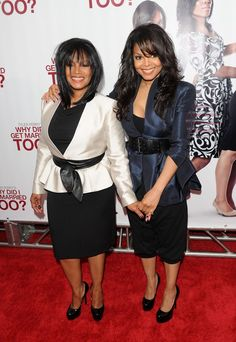 The oldest & youngest of the Jackson family - Rebbie Jackson with her baby sister Janet Jackson Janet Jackson, Michael Jackson, Famous Sisters, Celebrity Siblings, Coloured Girls, Jackson Family, The Jacksons, Family Affair, Female Singers