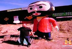 Frank Fritz of the American Pickers posing with his roadside lookalike. No I wasn't there, I took a picture of my TV screen during their TV show.     So You Want To Be A Picker? Online Course -CLICK ON THE PICTURE ABOVE ^