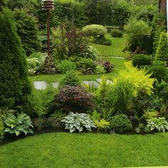 25 beautiful backyard landscaping along fence decoration ideas 18 Sloped Backyard, Backyard Garden Design, Landscaping Along Fence, Backyard Landscaping, Amazing Gardens, Beautiful Gardens, Garden Cottage, Shade Garden, Dream Garden