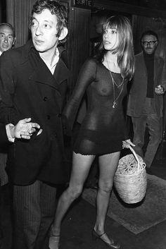 Serge Gainsbourg and Jane Birkin, 1970PS Всё жду, когда в России к вылезающим лямкам и чашечкам станут относиться плохо, а к груди - хорошо.