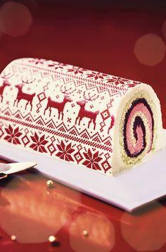 #MaTableAuSommet   Habillée d'un joli manteau rouge et blanc aux motifs de Noël, cette bûche roulée joue à la fois sur la tradition et la modernité. Côté saveurs, les classiques vanille et framboise se laissent chahuter par des notes originales de citron kalamansi et de pistache. Côté textures, mousses fondantes, biscuit moelleux et pistaches croquante...  #BûchePatissière #Jacquard #BûchePatissière #DessertNoël