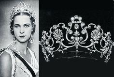 Boucheron - Marie-José, reine d'Italie, et son fameux Diadème - Trois versions quasi identiques existent. Les deux premiers créés par Boucheron en 1903 et 1904. Le troisième, du joaillier turinois Musy, apparaît fin 1904, porté par la reine d'Italie. Est-ce une contrefaçon historique ?