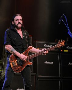 Motörhead is a British heavy metal band formed in 1975 by bassist, singer and songwriter Lemmy, who has remained the sole constant member. Usually a power trio, Motörhead had particular success in the early 1980s with several successful singles in th  Heii  this is Video Music cover Taylor Swift Shake It Off by Ivan and the Cover Brothers , cool cover coz the song fully different with the original song , great  Shake it off cover ! :)