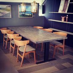#1862 bord med de fantastiske nye #sibast7 stolene vi fikk inn igår. Lampene fra #ebbandflow  får du også i #webshop  www.drivved.no  #håndlagetavoss #barefordeg #bærekraftig #kortreist #allemål #scandicool