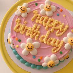 Pretty Birthday Cakes, Pretty Cakes, Beautiful Cakes, Amazing Cakes, Flower Birthday Cakes, Mini Cakes, Cupcake Cakes, Simple Cake Designs, Korean Cake