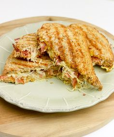 Tosti met zuurkool | Foodaholic.nl Sandwiches, Brunch, Healthy Recipes, Lunches, Food, Wraps, Fruit, Salad, Eat Lunch