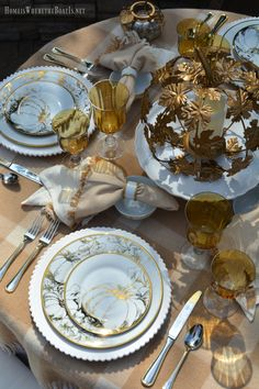 table.quenalbertini: Golden Autumn Tablescape with Pumpkins | HIWTBI