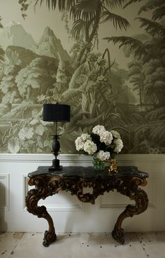 Amazing wallpaper, it looks like you stepped into romantic ruins: Pembridge House