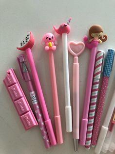 Stationary School, School Stationery, Pink Wallpaper Hello Kitty, Cool School Supplies, Cute Pens, School Accessories, Stationery Pens, Cute Photography, Character Wallpaper