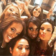 Miss Panamá, Yomatsy Hazlewood, publicó en su cuenta Instagram (@miss_panama_universe_2014) este selfie con varias concursantes, entre ellas, Miss Jamaica.  Revista Ellas  La Prensa Panamá