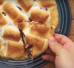 これぞ最強デュオ♩甘くてとろ~り「チョコマシュマロのピザ」の作り方 - macaroni
