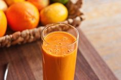 A delicious carrot smoothie packed with carrot juice, a frozen banana and protein powder. This combo tastes like liquid carrot cake! High Protein Smoothies, Protein Smoothie Recipes, Smoothie Packs, Nutribullet Recipes, Smoothie Drinks, Protein Shakes, Fruit Smoothies, Juice Recipes, Simple Smoothies