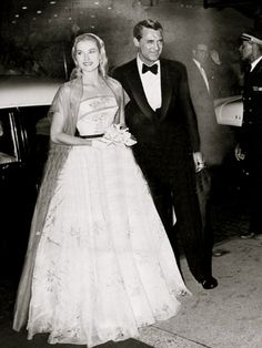 Grace Kelly and Cary Grant at Philadelphia premiere of To Catch a Thief, 1955 Moda Grace Kelly, Grace Kelly Style, Princess Grace Kelly, Hollywood Glamour, Classic Hollywood, Old Hollywood, La Main Au Collet, Gary Grant, To Catch A Thief