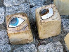 Gartenkugeln & -stelen - 1 Keramik - Blickfang - Pflasterstein *Augen*... - ein Designerstück von zeit-geister bei DaWanda