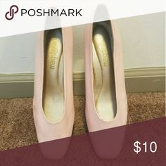 shoes good condition powder pink low heel size 9.med Shoes Heels