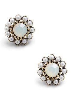 image of Dainty Dazzle Earrings Funky Jewelry, Cute Jewelry, Jewelry Box, Jewelry Accessories, Jewellery, Unique Earrings, Vintage Earrings, Dangle Earrings, Flower Earrings