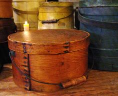 What a beautiful early American find. This early antique pantry box has its original lid and bail handle and is in very nice condition. The